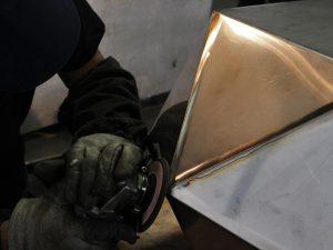 三代目板金屋 無機質なメタルインテリア 職人がこだわって細部まで削り、ツルンとした触り心地に仕上がりました。
